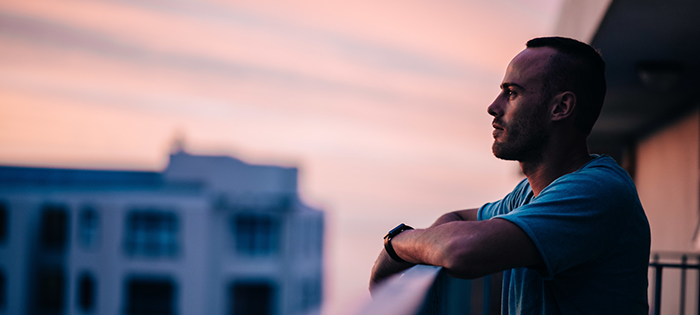 standing-sunset-summer-balcony-man-meditation-thinking-enjoying-thoughtful-sundowner_t20_ZzWKkb